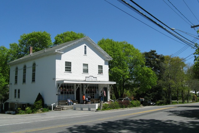 The_Brewster_Store,_Brewster_MA